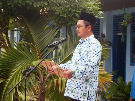 Kepala MAN 1 Palembang, Bapak Drs. kaisar