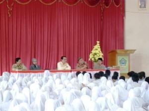 Penceramah di tengah siswa siswi MAN 1 Palembang